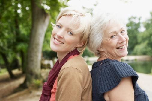 Uma jovem e uma idosa